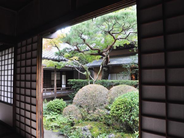 Family Japanese Garden Kyoto Luxury Travel Japan Regency Group